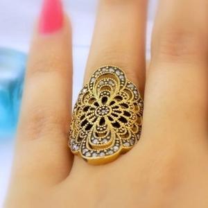انگشتر زنانه طرح برنزه با نگین های ظریف rg-n110