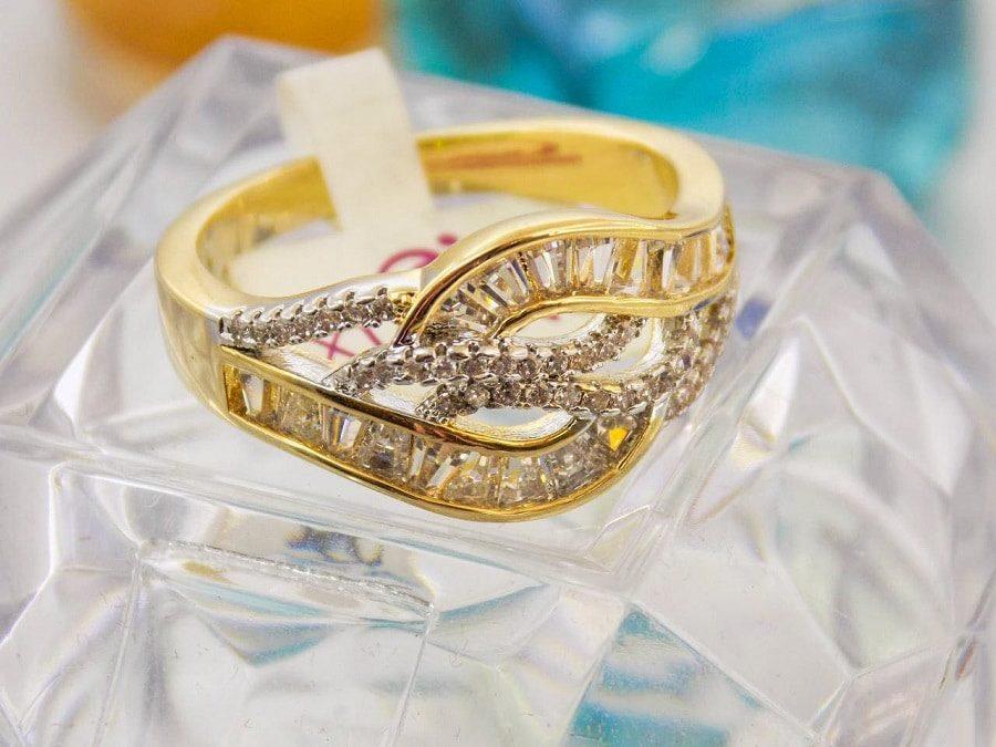 انگشتر طرح طلا ژوپینگ با نگین های باگت rg-n105 از مقابل