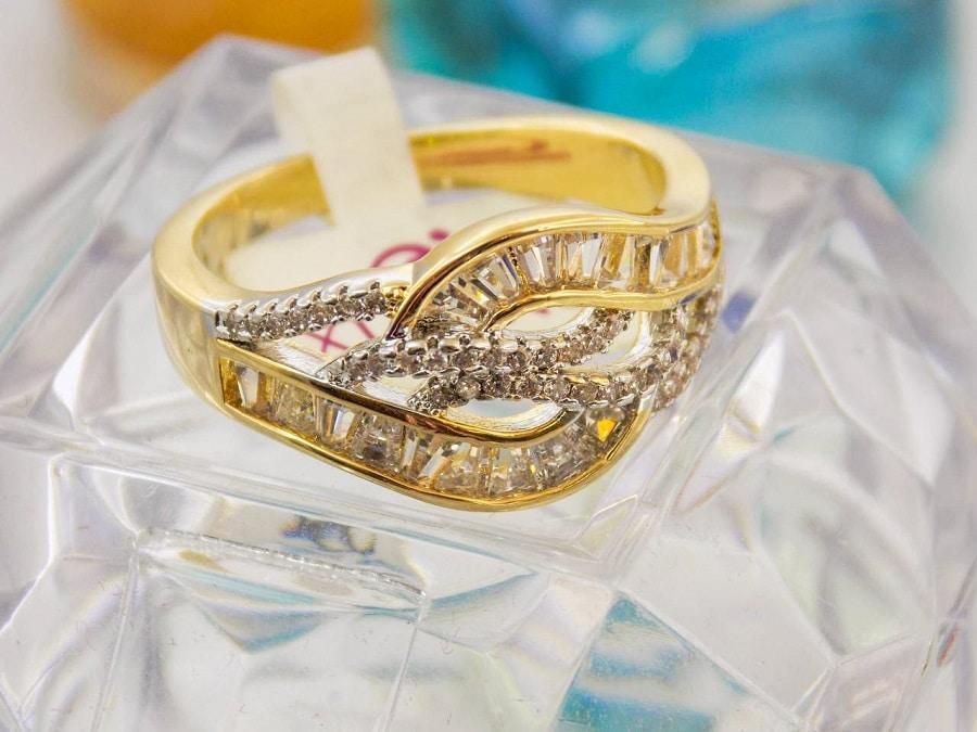 انگشتر طرح طلا ژوپینگ با نگین های باگت rg-n105