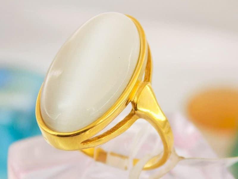 انگشتر زنانه با نگین سنگ اپال در دو رنگ مشکی و سفید rg-n109