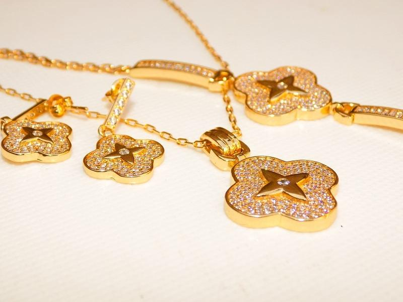 سرویس تمام زنانه نگین دار طرح طلا مدل شکوفه کد SE-n101 نمای کناری
