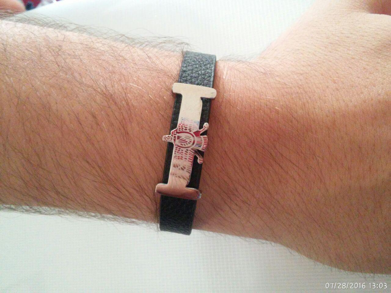دستبند چرمی در دو طرح