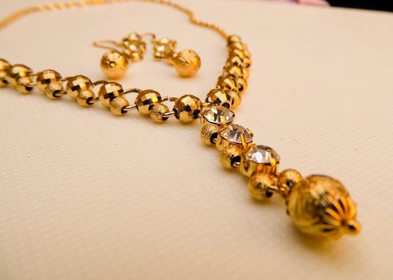 نیم ست کلاسیک زنانه استیل طرح طلا نگین دار کد NS-n109
