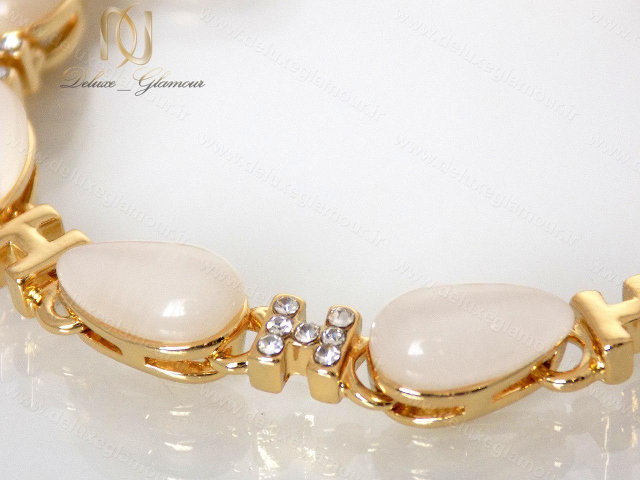 دستبند دخترانه لوکس طلایی با المان های سواروسکی کلیو cl-0190-D با پس زمینه سفید از نزدیک