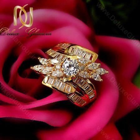 انگشتر زنانه طرح طلای نگین دار تیتانیومی rg-n120 در کنار گل