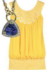 ست کردن رنگ لباس با زیورآلات و جواهرات رنگ زرد
