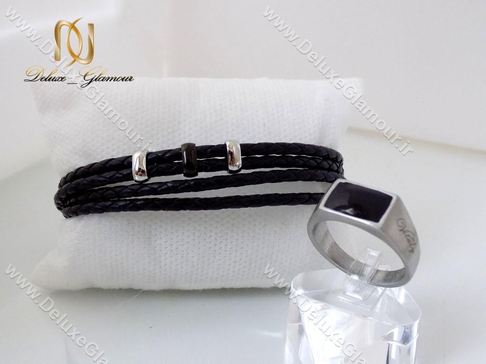 دستبند چرمی بافت مردانه Mont Blanc مشکی ds-n142 در کنار انگشتر ویتالی