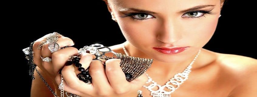 زیور و جواهر اصلی | 5 نکته برای در دید بودن زیورآلات و ست کردن زیور اصلی
