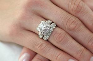 نحوه تمیز کردن زیورآلات الماس