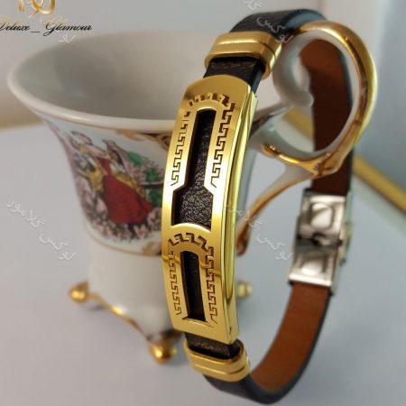 دستبند چرمی مردانه یک ردیفه مشکی طلایی قفل جعبه ای ch-103 روی دکور