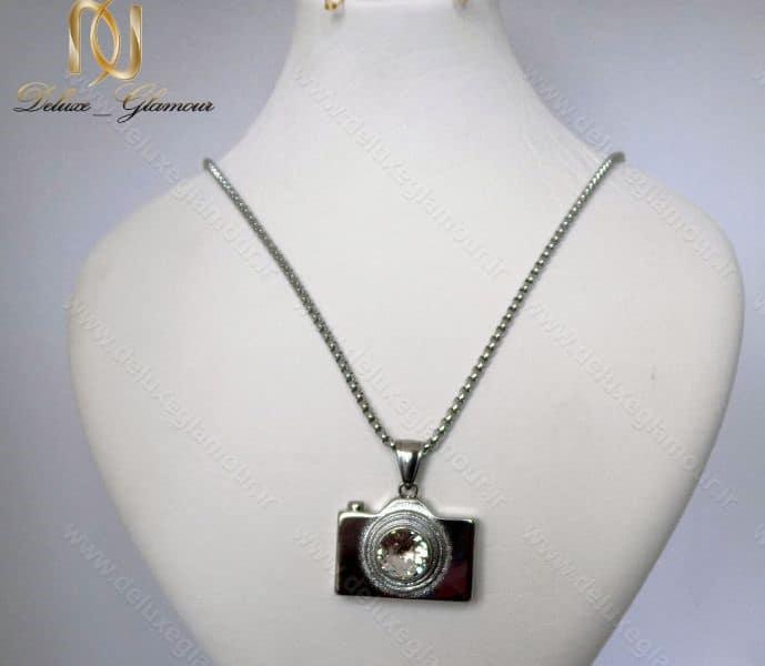 گردنبند رومانتویی و رولباسی استیل با آویز طرح دوربین کد Nw-n110