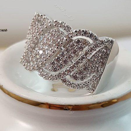 انگشتر زنانه نقره ای جواهری با المان های سواروسکی rg-n125 روی دکور ز نزدیک
