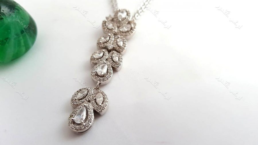 گردنبند جواهر زنانه نقره ای کلیو با نگینهای سواروسکی کد NW-n102 گردنبند از نزدیک