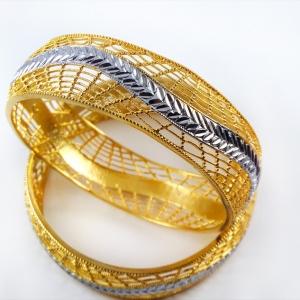 دستبند زنانه استیل طلایی دو رنگ pr-b133. از نمای بالا