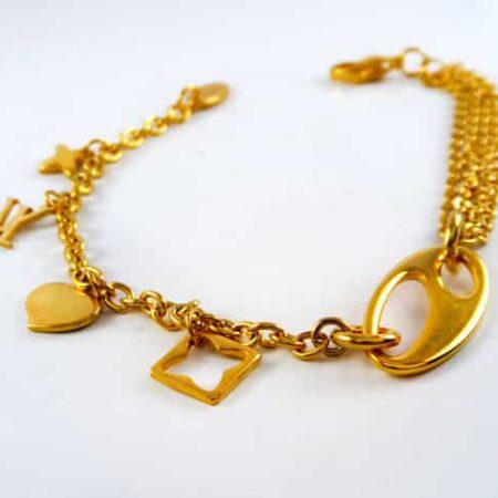 دستبند دخترانه زنجیری استیل آویزدار با روکش آب طلای 18 عیار pr-b149 از نمای روبرو