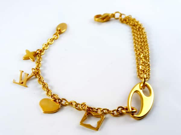 دستبند دخترانه زنجیری استیل آویزدار با روکش آب طلای 18 عیار pr-b149