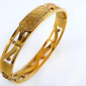 دستبند زنانه قفلی استیل طرح تیفانی با روکش آب طلای 18 عیار pr-b147 از نمای بالا