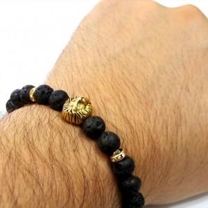 دستبند مردانه فری سایز سنگ لاوا با مهره استیل شیر نشان pr-d105 از نمای دور