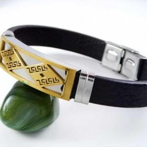 دستبند مردانه چرمی با رویه استیل و روکش آب طلای 18 عیار PR-D103 از نمای کنار