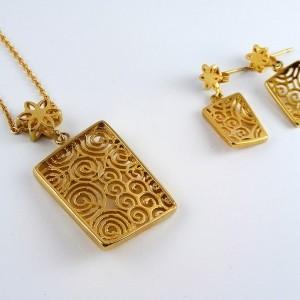 نیم ست زنانه استیل طرح طلا با طرح مکعب و مارپیچ pr-s127 از نمای روبرو