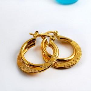 گوشواره زنانه طرح حلقه ای برنجی با روکش آب طلای 18 عیار pr-ear113 از نمای نزدیک