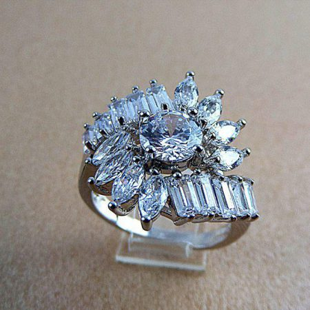 انگشتر زنانه استیل نگین باگت طرح جواهر pr-r118