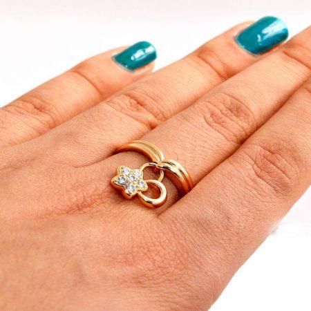 انگشتر دخترانه ژوپینگ با روکش آب طلای 18 عیار و آویز ستاره ای و نگین کریستالی سفید rg-140 از نمای بالا