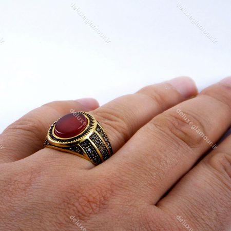انگشتر مردانه استیل با نگین طرح سنگ عقیق و روکش آب طلای 18 عیار و نگین های ریز مارکازیت pr-rm106 از نمای بالا
