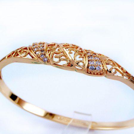 دستبند دخترانه ژوپینگ با نگین های کریستالی سفید زیرکن و روکش آب طلای 18 عیار ds-n157 از نمای دور
