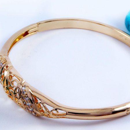دستبند دخترانه ژوپینگ با نگین های کریستالی سفید زیرکن و روکش آب طلای 18 عیار ds-n157 از نمای کنار