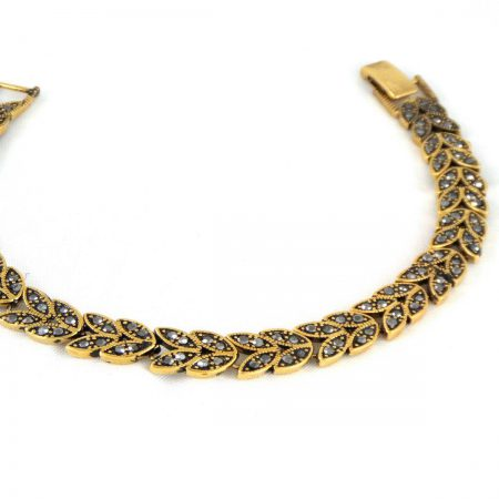 دستبند زنانه استیل نگین مارکازیت مشکی با قطر 2 و طول 22 سانتی ds-n160 از نمای نزدیک