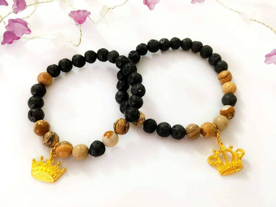 دستبند ست دخترانه و پسرانه سنگی مشکی قهوه ای طرح کینگ و کویین ah-d103 از نمای بالا