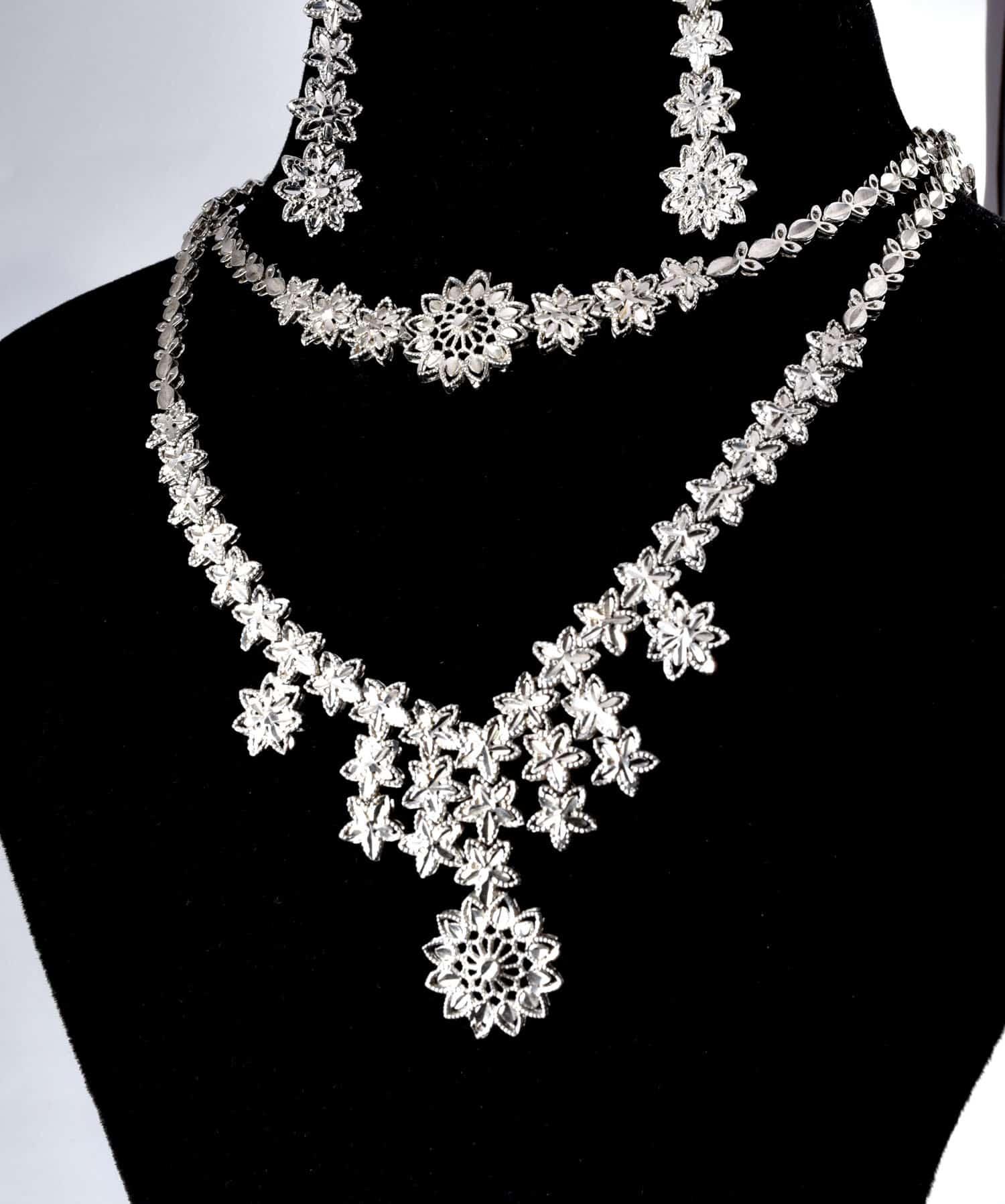 سرویس جواهری و تراش نقره با عیار 925 و وزن 30.910 گرمی از نمای نزدیک