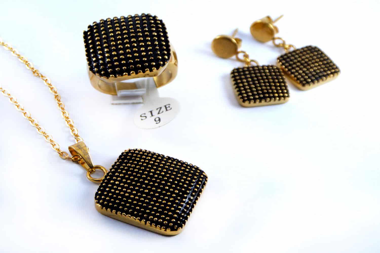 نیم ست زنانه سه تیکه مشکی استیل طرح سواچ با روکش آب طلای 18 عیار PR-S137