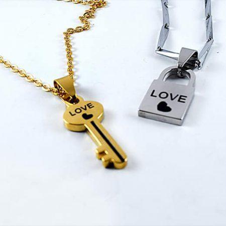 پلاک ست دخترانه و پسرانه استیل با طرح قفل و کلید PR-FMP105 از نمای پایین