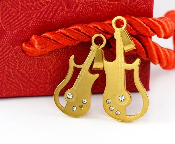 پلاک ست دخترانه و پسرانه استیل طرح ویولن با روکش آب طلای 18 عیار pr-fmp106 از نمای روبرو