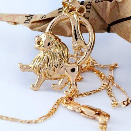 گردنبند دخترانه ژوپینگ ماه تولد مرداد با روکش آب طلای 18 عیار pr-g118 از نمای نزدیک