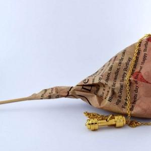 گردنبند دمبل استیل رشته ورزشی بدنسازی با روکش آب طلای 18 عیار pr-m107 از نمای دور