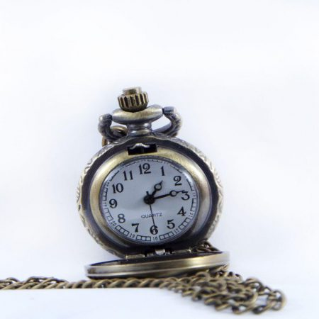 گردنبند رومانتویی دخترانه برنزی ساعت دار با زنجیر 37 سانتی PR-MA108 از نمای روبرو