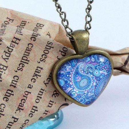 گردنبند رومانتویی دخترانه شیشه ای طرح قلب آبی با زنجیر 37 سانتی pr-ma112 از نمای نزدیک