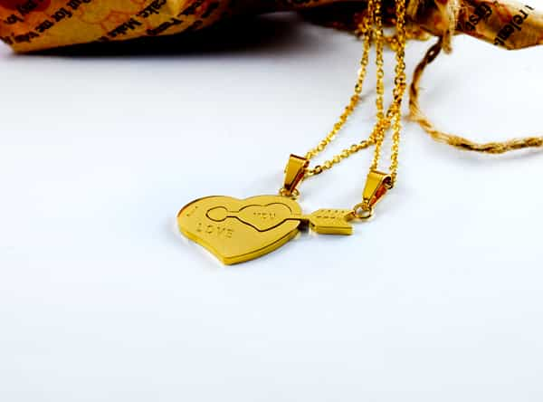 گردنبند ست دخترانه و پسرانه قلب و تیر استیل با روکش آب طلای 18 عیار pr-fmp104 از نمای نزدیک