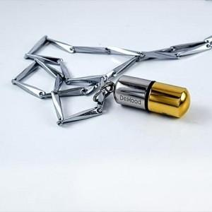 گردنبند مردانه کپسول طلایی و نقره ای سریال عاشقانه با زنجیر 24 سانتی PR-M105 از نمای کنار