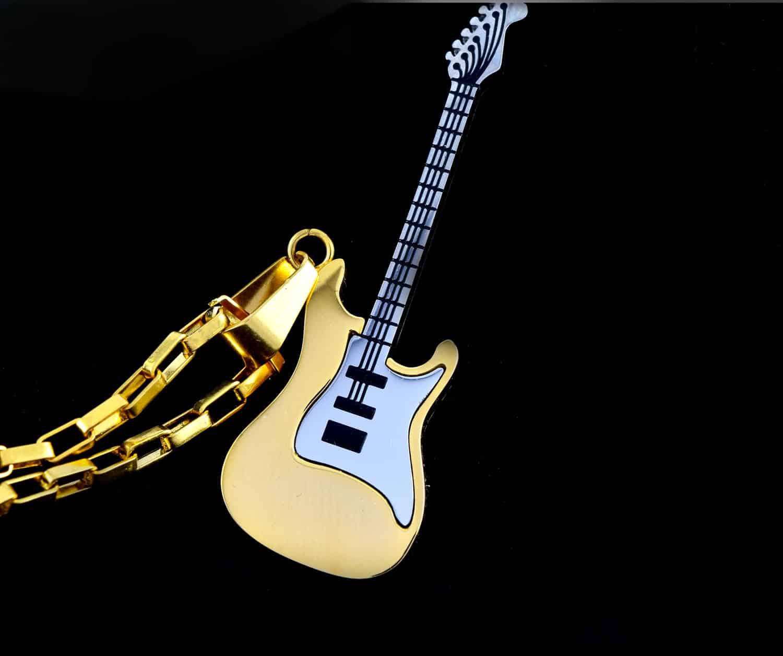 گردنبند گیتار استیل دو رنگ طلایی و نقره ای با زنجیر آجری طلایی pr-g115 (2)