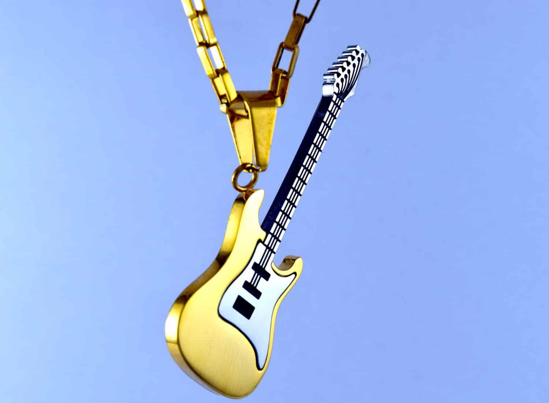 گردنبند گیتار استیل دو رنگ طلایی و نقره ای با زنجیر آجری طلایی pr-g115 (4)