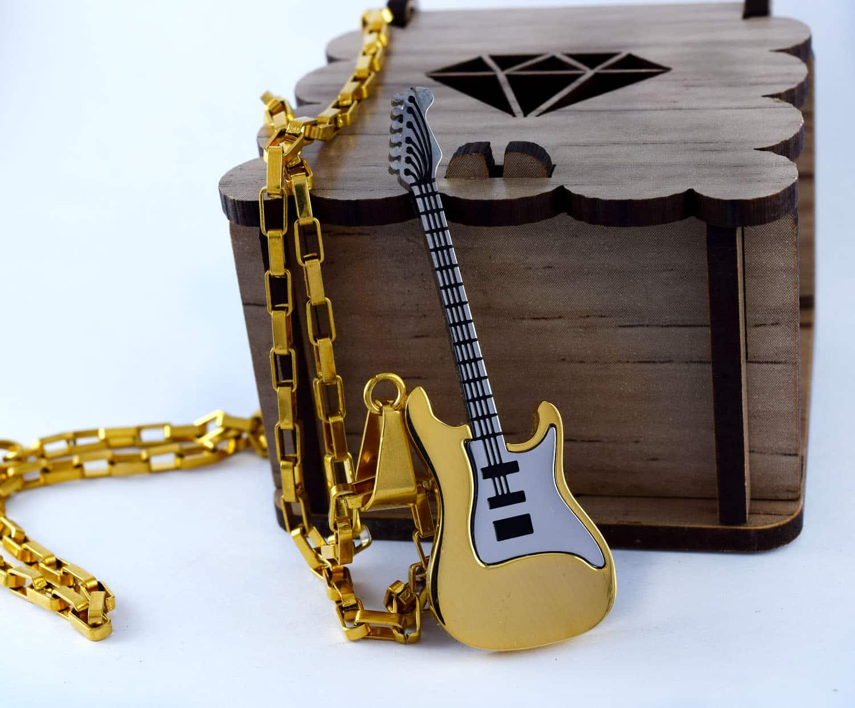 گردنبند گیتار استیل دو رنگ طلایی و نقره ای با زنجیر آجری طلایی pr-g115