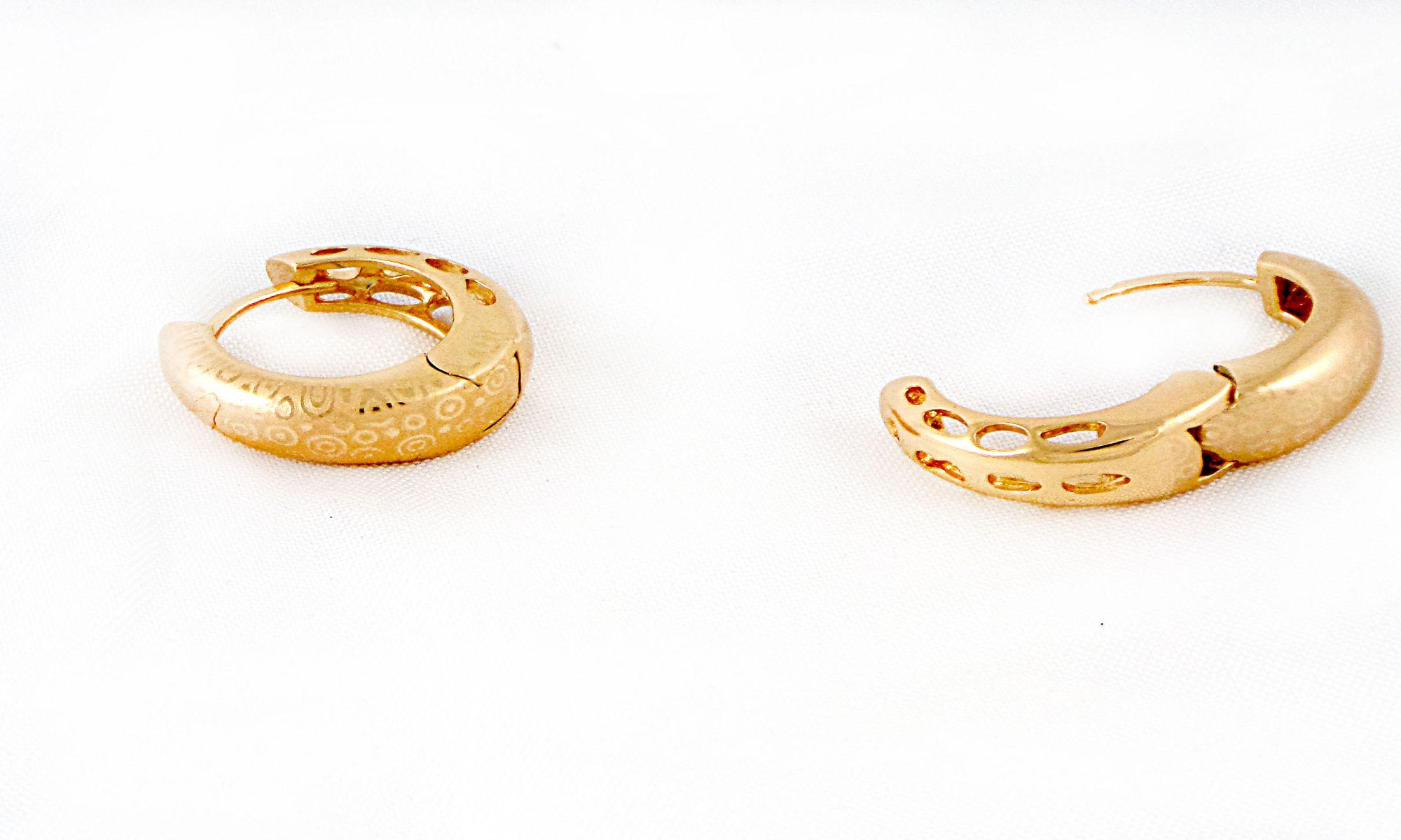 گوشواره حلقه ای  ژوپینگ با قطر 2.5 سانتی و روکش آب طلای 18 عیار er-n125