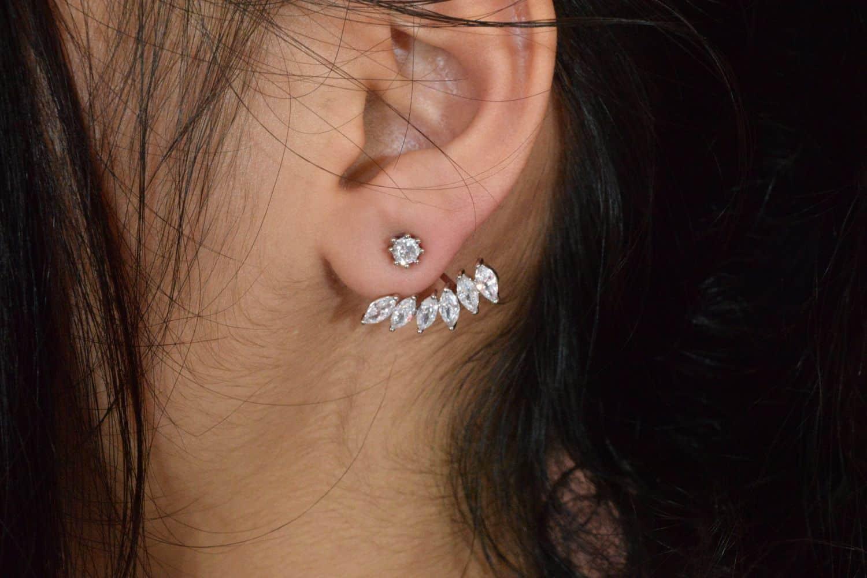 گوشواره دخترانه قایقی استیل با نگین های لوزی شکل و کریستالی سفید er-n119 (3)