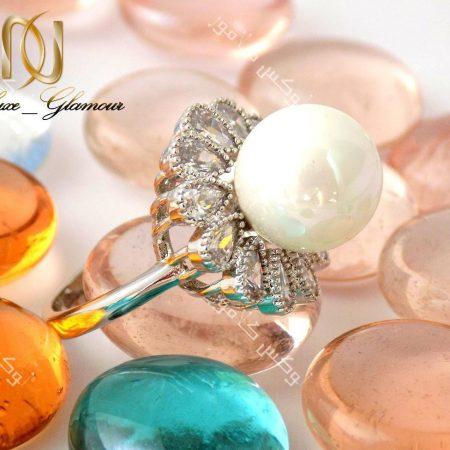 انگشتر زنانه جواهر و مروارید کلیو با کریستالهای سواروسکی اصل Rg-n137 نمای مروارید
