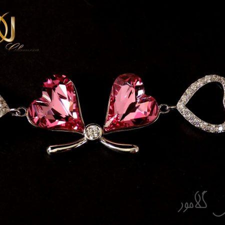 دستبند دخترانه طرح قلب ژوپینگ با کریستال صورتی سواروسکی Ds-n141 عکس از پلاک دستبند با زمینه مشکی