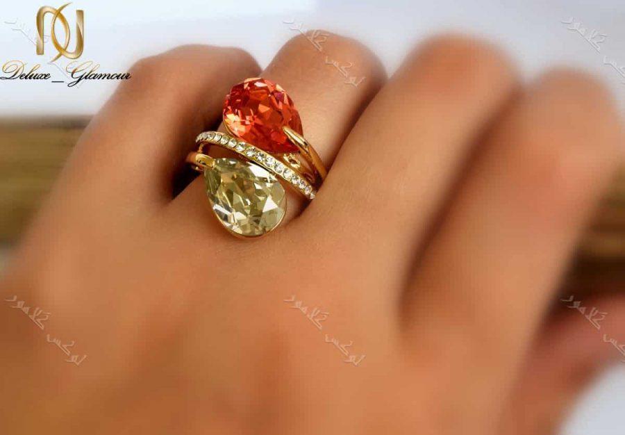 انگشتر دخترانه طلایی طرح اشک کلیو با کریستال قرمز سواروفسکی Rg-n143 عکس روی دست